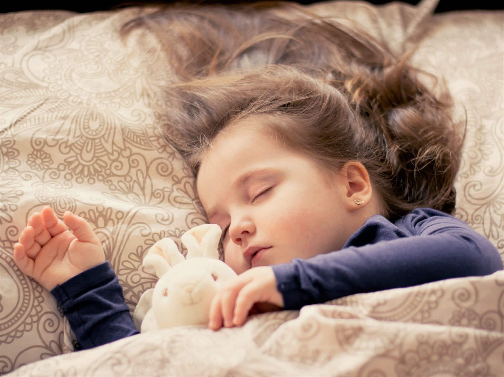 9 Tipps, die Ihr Kind leichter und schneller einschlafen lassen