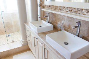 Dusche und Badezimmer sanieren: Diese Arbeiten fallen an